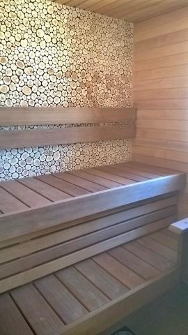 Kadakapaneel sauna seinas