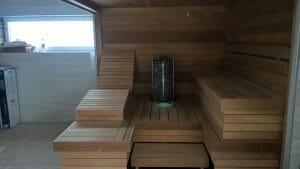 Kliendi soovil valmistatud mugav lamamistool, mis monteeritud leilituumis.