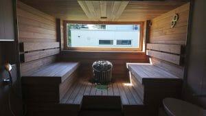Saun kahel pool asetsevate sirgete lavadega. Suure kividemahuga elektrikeris tagab kvaliteetse leili. Materjaliks lai termohaab.